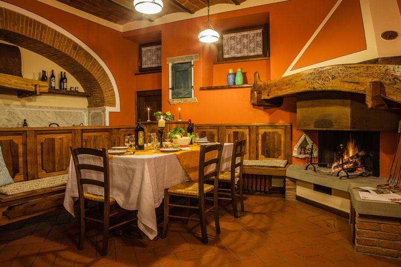 Casali in val di chio castiglion fiorentino in for Interni di casali ristrutturati